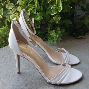 Lulu's Iva White Ankle Strap Pumps Heels 10